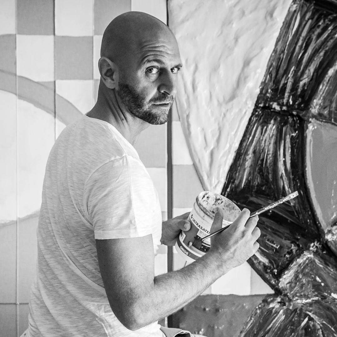 Cesare Catania mentre dipinge la sua opera 3d di arte contemporanea. Eventi Arte 2017